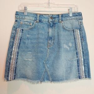 Free People Embroidered Denim Skirt. Size 6